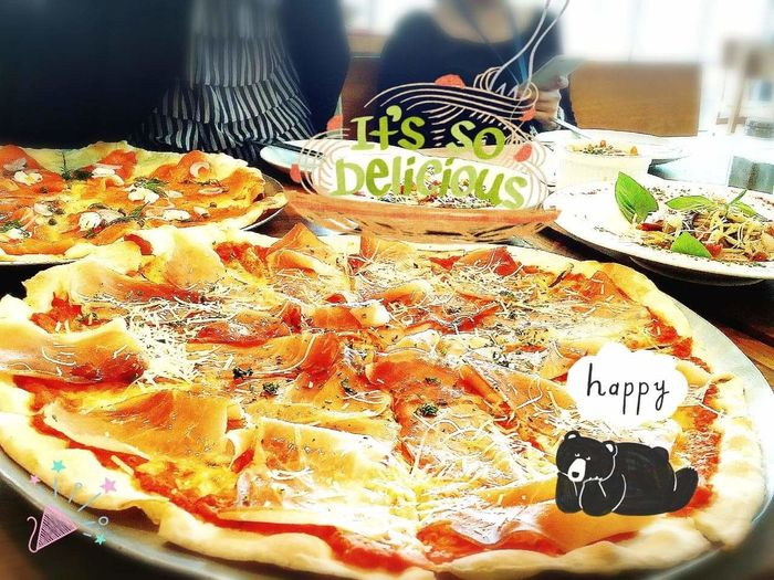 It's soooo delicious. Cheese! Enjoying Life Enjoying A Meal Enjoying Pizza Lunch Time!