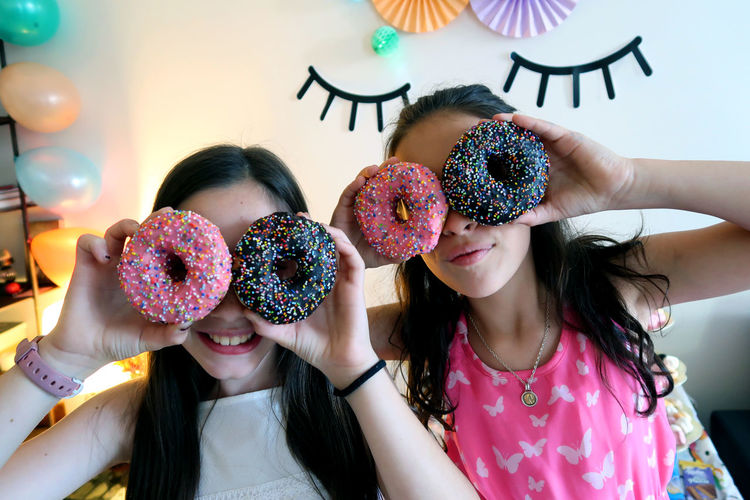 Birthday food Donuts Friends GirlsNight Glasses Happy People Unıcorn Birhtday Celebration Childhood Close-up Food Fresh Friendship Girls Happiness Hapybirthday Humour Kids Having Fun Lenses Multi Colored Party - Social Event Real People Smiling Sweet Food