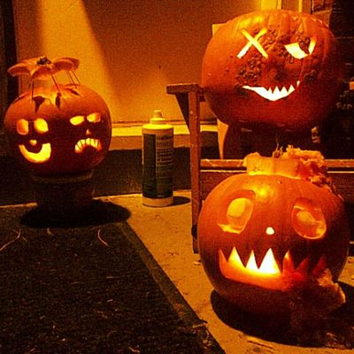 Is it sad that I'm already excited for Halloween and Pumpkincarving ...my previous Pumpkins were Prettysweet imanartist imadork