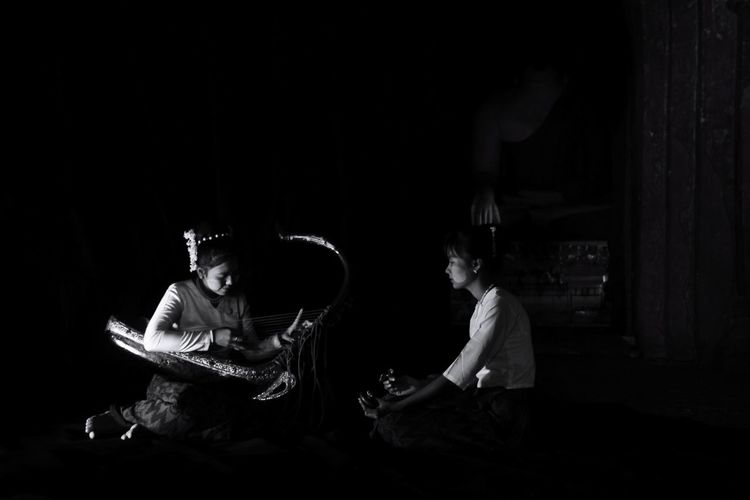 Playing Myanmar Harp in the Temple EyeEmNewHere Black Background Performance Arts Culture And Entertainment Music Concert Plucking An Instrument The Portraitist - 2019 EyeEm Awards The Creative - 2019 EyeEm Awards