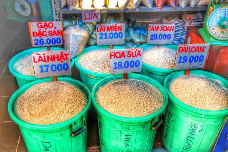 Reis. Asien. Vietnam. Markt. Rice - Cereal Plant Marketplace Market Asian Market Rice Paddy Rice - Food Staple Rice Fields  Hungry Hunger Starving Starve Population Population Explosion Children Rice Field Vietnam Dong Sale