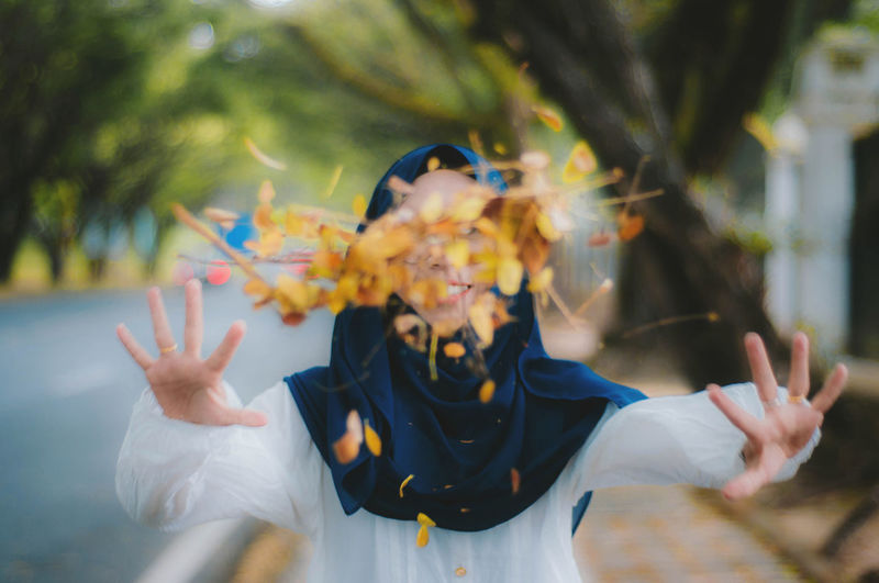 Flowers Yellow in hand. Real People One Person Front View Lifestyles Portrait Child Women Day Close-up Potrait Clothing Waist Up Hand Muslimah Muslim Flower Yellow Flower Happiness Happy People Activity Nature Tree Innocence Plant