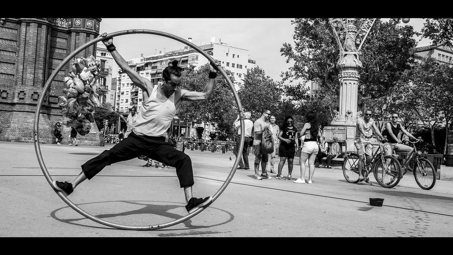 A moment when the mind is free to let the body-spirit together be creative. Barcelona Circle Creativity Energia Pura Forza  Life Lifestyle Respect Artist At Work Corpo Creatività Energy Enso Lifestyles Men Motion Outdoors People Real People Skill  Streetphotography