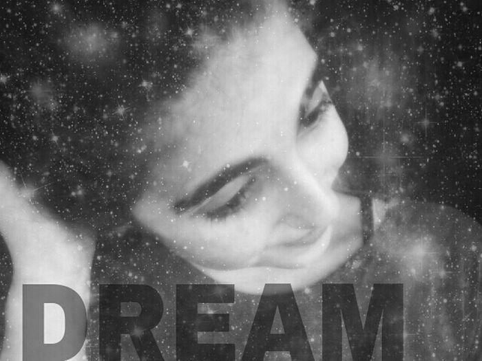 Siehst du? Ich lächle auch wenn du nicht da bist. #dream <3