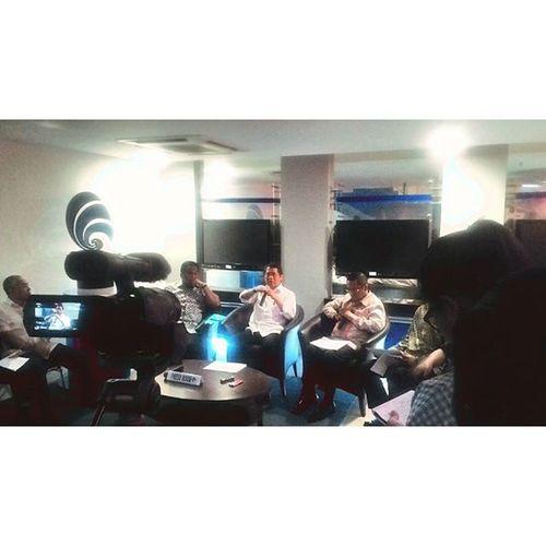 Konverensi pers mengenai kebijakan penggunaan smartphone lokal di Press Room Gedung Utama Kemkominfo, oleh Menkominfo, Mendag dan Menperi. Infopublik Kemkominfo Menkominfo Mendag Menperi Magang Uns Jakartapremium