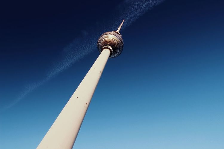 Berlin Berlincity Clear Sky Sky Blue Tower Built Structure Communication City Television Tower Televisontower Television Tower Berlin Alexanderplatz Tower Alexander Platz Alexanderplatz Berlin Alexanderplatztower Alexanderplatzbahnhof Alexanderplatzberlin Alexanderplatz Alexanderplatzstation Berlin Mitte Berlin Photography Germany Germany Photos Official EyeEm © Discover Berlin The Architect - 2018 EyeEm Awards