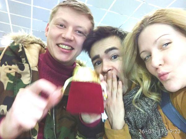Угадай кто получит этот маленький подарок))) People Sochi Winter Young Adult Day Selfie Photo Messaging Portrait Adult Adults Only Men Warm Clothing Indoors  Close-up First Eyeem Photo