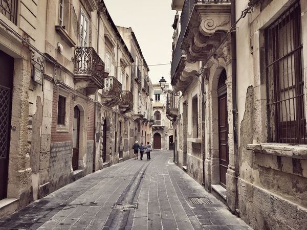 Spirduta - Ortigia - Siracusa Taking Photos Architecture Architecture_collection Architecturelovers Architectureporn Walking Around The City  Discover Your City Ancient Spirduta - Ortigia Ortigia Sicily Sicilia Siciliabedda Showcase April Street Streetphotography Street Life
