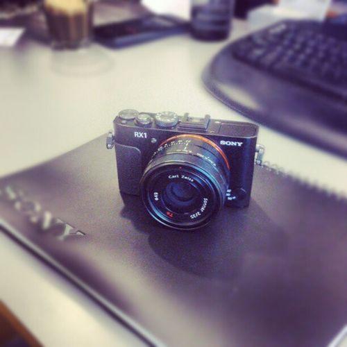 Världens första och för tillfället den enda fullformats kompakt kameran som finns på marknaden, Sony RX1 Makebelieve