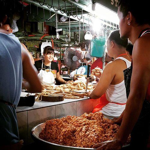 Pag gawa ng Batutay, Cabanatuan Longganisa. Wetmarketscene Wanderkat