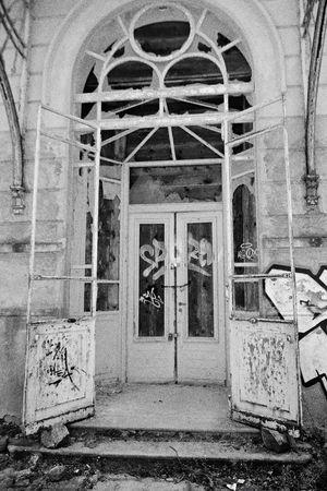 Verlassene Klinik Abandoned Hospital Door Doorway Tür Blackandwhite Outdoors Abandoned Things Abandoned Geschlossen Closed Closed Door Closed Places