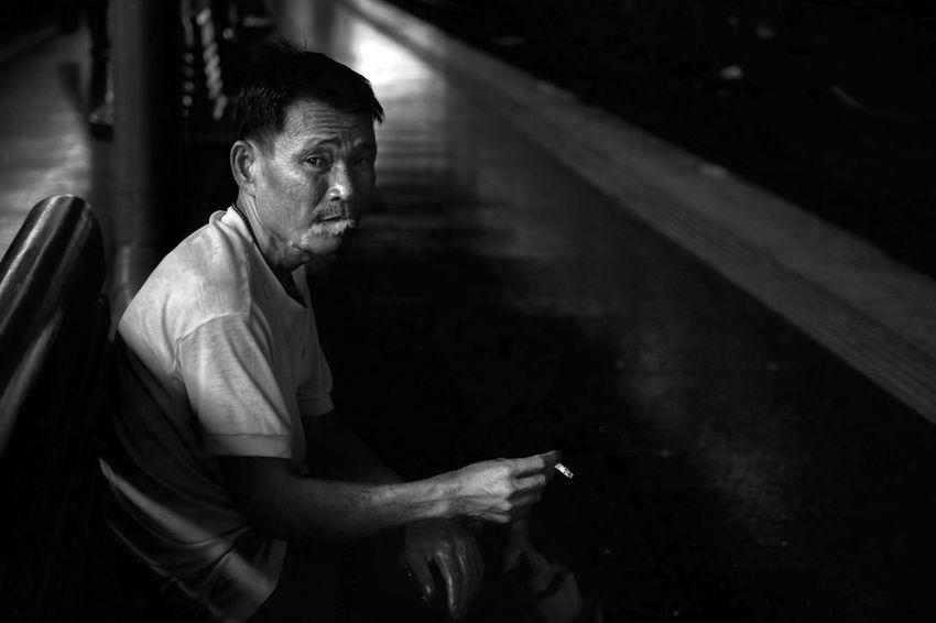 安静。 Streetfotoq Streetphotography Smoking Bangkok Thailand Railway Station Black And White Blackandwhite Monochrome Photooftheday Showcase July