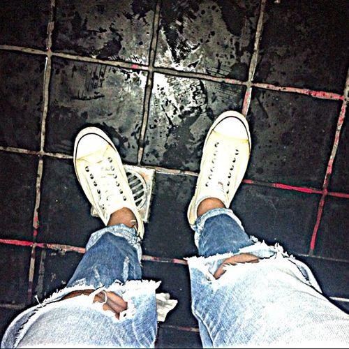 Στο Ένολα με τον ΕΠΙΚ φωτισμό. Skg Nightout All_star Enolara Light Pants Look_at_the_floor