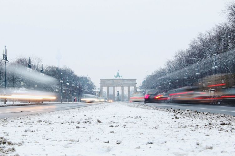 I❤Berlin Streetlife Lights Urban Urbanlife Street Berlinphoto Berlinphotography Berlinphotos Moments City Brandenburger Tor Brandenburg Gate Motion Motion Blur Motion Capture Motionblur Motion Photography White Berlin Ber Mood Moody Winter Travel Destinations Sky Outdoors Cold Temperature Day Architecture Snow Mobility In Mega Cities