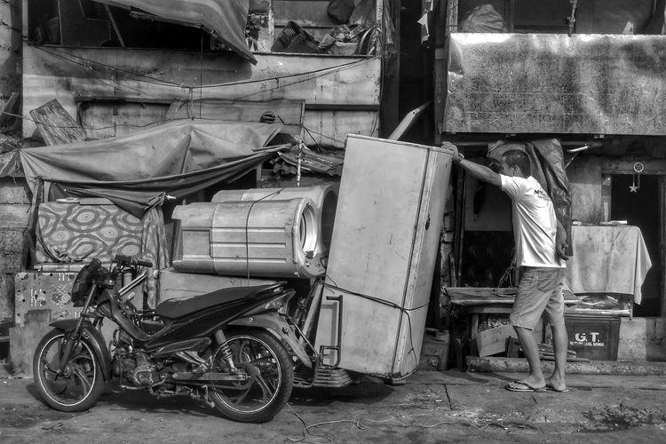Old abandoned shopping cart