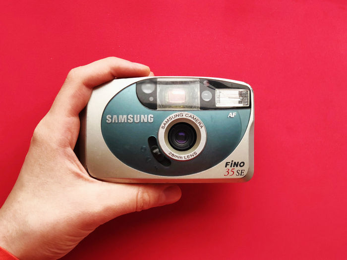 Camera Camera - Photographic Equipment Close-up Day Digital Camera Digital Single-lens Reflex Camera Holding Human Body Part Human Hand Indoors  Leisure Activity Modern Movie Camera Old-fashioned One Person People Photographing Photography Themes Real People Retro Styled Studio Shot Technology