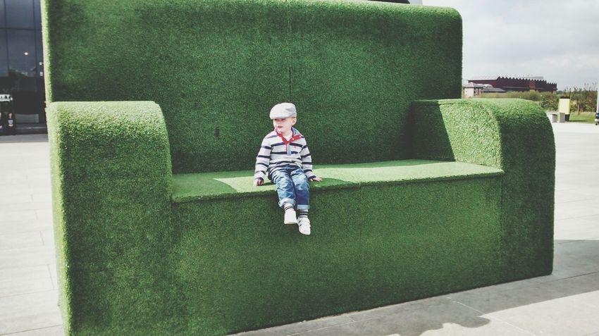 Glasgow  Sofa Giant Kids Being Kids