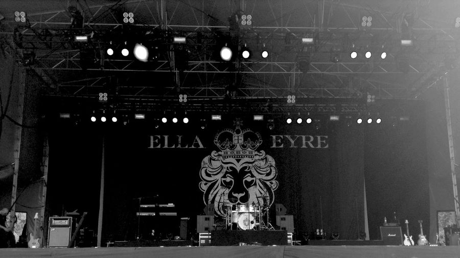 Concert Black And White Soundsinthegrounds Warwick Warwick Castle Ella Eyre
