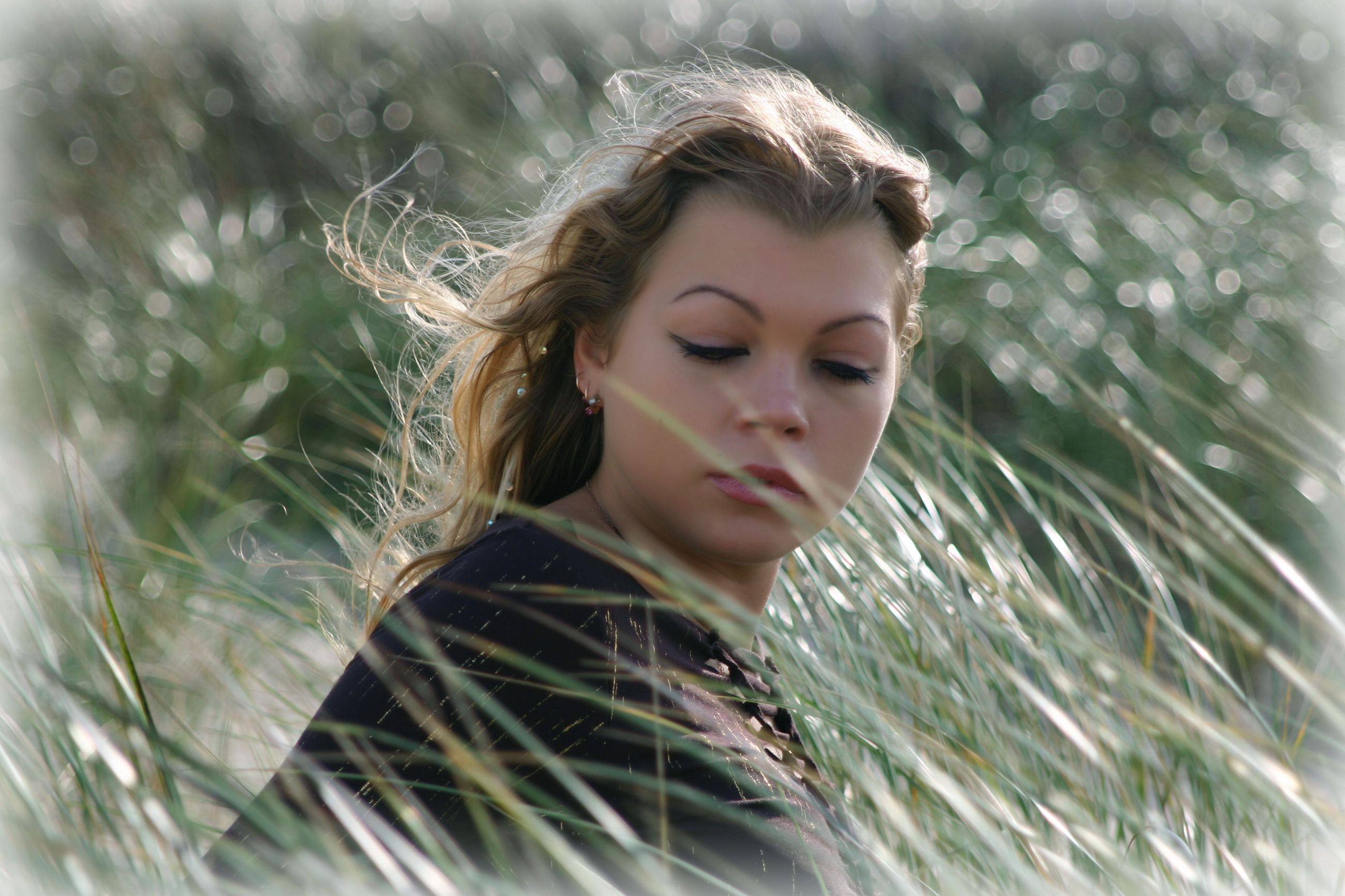 young adult, young women, one person, beautiful woman, headshot, outdoors, nature, day, real people, close-up