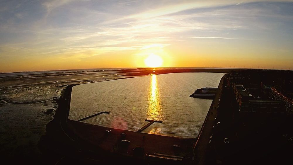 Wirral Peninsula Horizon Over Water Tranquility Sunlight Water Sea Dronephotography Hello World Moving Shot