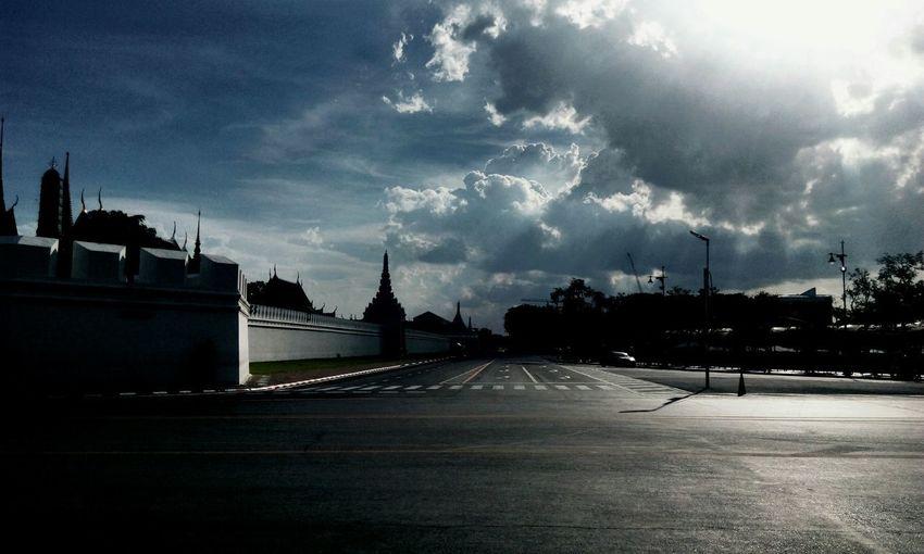 Our king on sky ❤❤ Street Cloud - Sky Sky Siam Bangkok Bangkok Thailand. Bangkok Thailand Bangkok Sky Thai Thailand Thailand_allshots Thailandtravel Thailand Photos Thai Temple Thailand🇹🇭 Thaistyle Thai Art Thai Architecture Thai Culture Thai