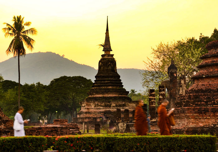 road to answer Wat Si Sawai Sukhothaihistoricalpark Sukhothai Historical Park Sukhothai Pagoda Religion Spirituality Architecture Sunset People Outdoors
