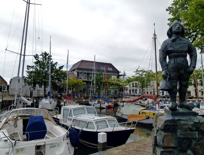view on statue KOFJEKOKER (youngest crew member) and yacht harbor Middelharnis ACDSee Architecture Boats Building Exterior Crew Member Day Dutch Dutch Culture Fisherman Fishermen Fishermen's Life Harbor Harbor View Marina Memorial Middelharnis Nautical Vessel No People Outdoors Sky Statue Yacht