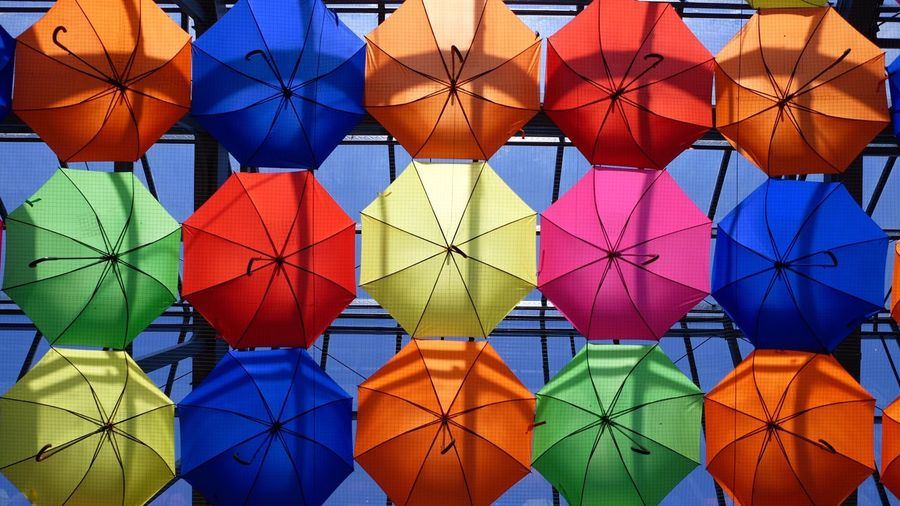 Multi Colored Pattern Red Backgrounds Hanging Vibrant Color Variation No People Outdoors Hot Air Balloon Architecture Day Freshness Leaf Full Frame Green Color Large Group Of Objects Wallpaper Pink Umbrellas