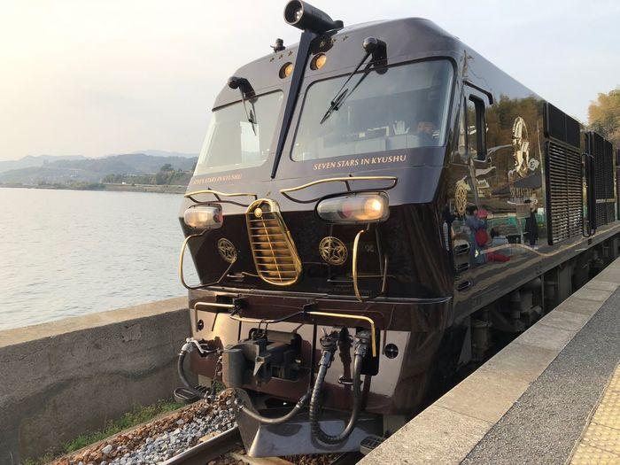 ななつ星✨いつか 乗ってみたいな( *¯ ³¯*) 千綿駅 ななつ星 Transportation Mode Of Transportation Nature Sky Rail Transportation Train Water