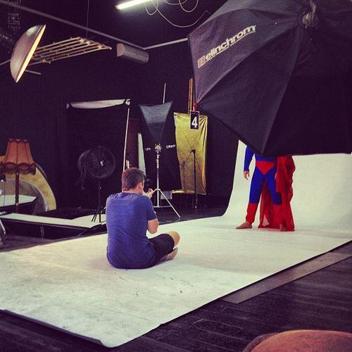 Эдик фотогрофирует супермена