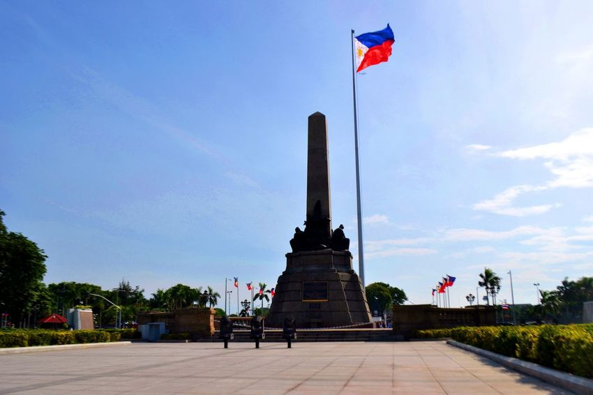 Arc132pt1 Filipino Pride Lines Philippines Rizal RizalPark Built Structure Contre-jour Day Distance Flag History Memorial Monument No People Nuartapp Outdoors Patriotism Politics And Government Red Rule Of Thirds Sky Statue Travel Destinations