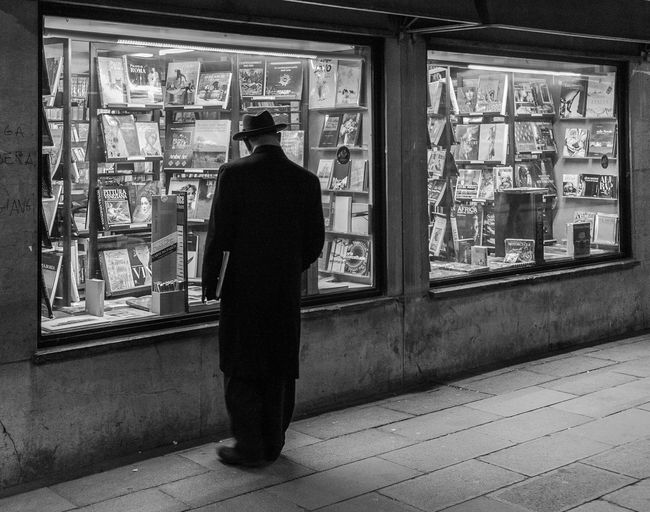 One Person Only Men Library Books Black And White Streetphotography Bnw_collection Street Photography Nightphotography