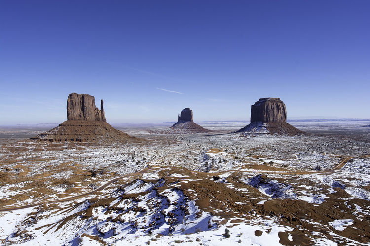 Monument Valley in the snow - just stunning Arizona Bluesky Iconic Landscape Landscape_photography Monument Valley Red Sand Remote Sandstone Snow Utah