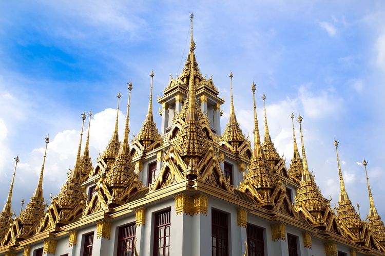 Wat ratchanadda is one of the most popular temple where tourist who traveling in bangkok.