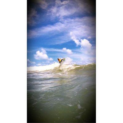 Muitos procuram a cura mesmo sem saber onde fica a ferida, preferem viver o hoje ao invés de viver a vida, a fe é o antídoto para eles, tenha medo de deus e de quem não tem medo dele!🏄🌊🙌Allallauu Goprosurf Goprohero4 Goprobrasil Goproselfies Goprophotooftheday @lifeapp Rapaduratimes TBT  Oakleysliver Beach Nixon Bluesea Storm Surf Swagy  Session Supertide Surfstorm Sargaçoteam Surfingiseverything Life Lifestyle LiveTheSearch
