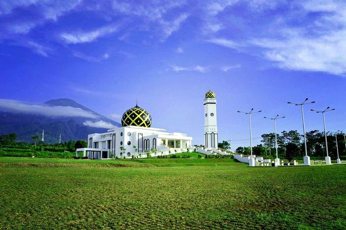KuninganislamiccentreMosque Hanging Out Hello World Kabkuningan Westjavaindonesia INDONESIA Ayowisatakekuningan Potretkuningan Kuninganjabar