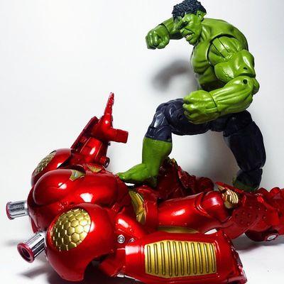 """HULK SMASH METAL MAN!"" Hulk Thehulk IncredibleHulk Hulkbuster Veronica Ironman Tonystark Avengers AgeOfUltron Toys Toyphotography Toypizza Toysarehellasick Toycollector Toycommunity Toycollection Thefigureverse"