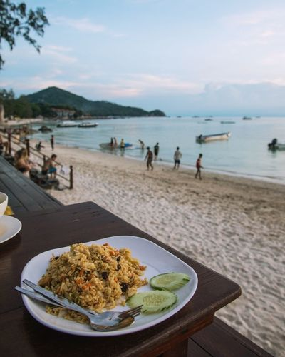Dinner by the sea || Thailand_allshots Thailand ASIA Asian Foods Foodphotography Beach Food Photography Foodie Sunset Sunset Lovers Play Vacation Holiday Beach Holiday Southeastasia