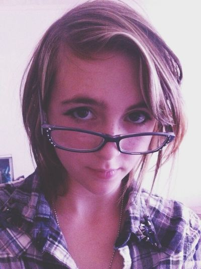 Glasses Selfie Eyeliner