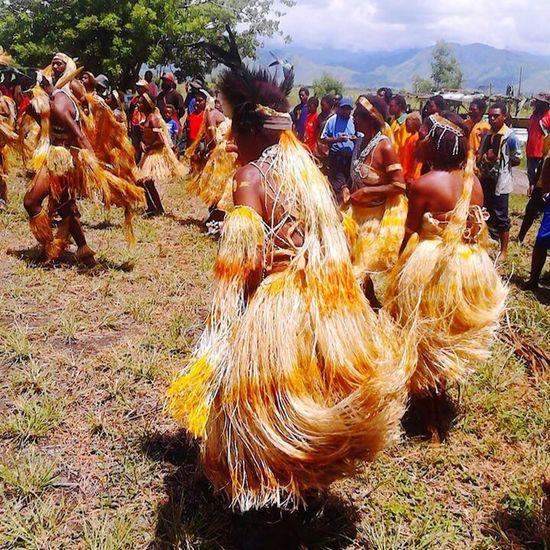 Papua New Guinea relatives of thAborigineses