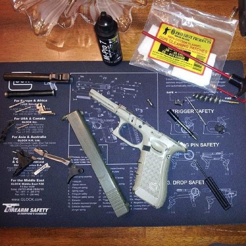 Just in case you were ever curious what the inside of a Glock17Gen4 looks like... RealLifeExplodedView CleanlinessIsNextToGodliness Guncleaning Oorah Guns guns gunporn gunfighter JoseyWales TiedDownGuns everydaycarry opencarry 2ndamendment molonlabe