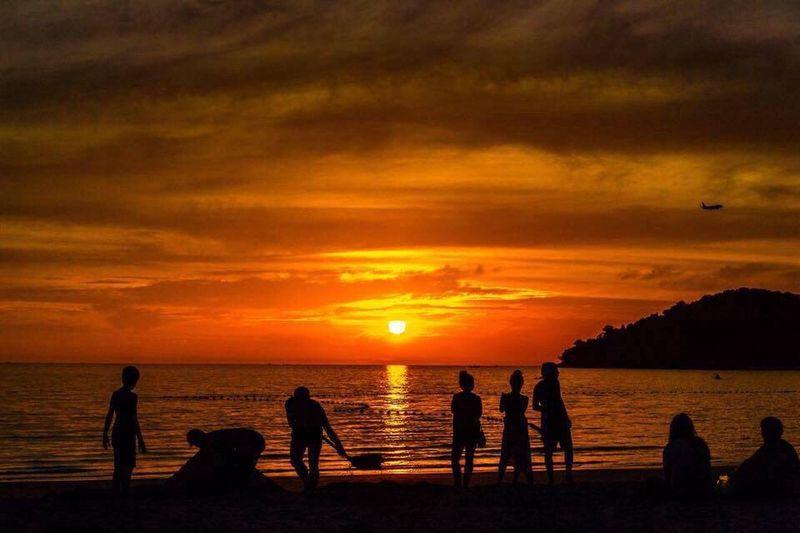 43 Golden Moments Goldensky GoldBeach Sunset Beach #sun #nature #water #TagsForLikes.com #TagsForLikesApp #TFLers #ocean #lake #instagood #photooftheday #beautiful #sky #clouds #cloudporn #fun #pretty #sand #reflection #amazing #beauty #beautiful #shore #waterfoam #seashore #waves #wave Cenangbeach
