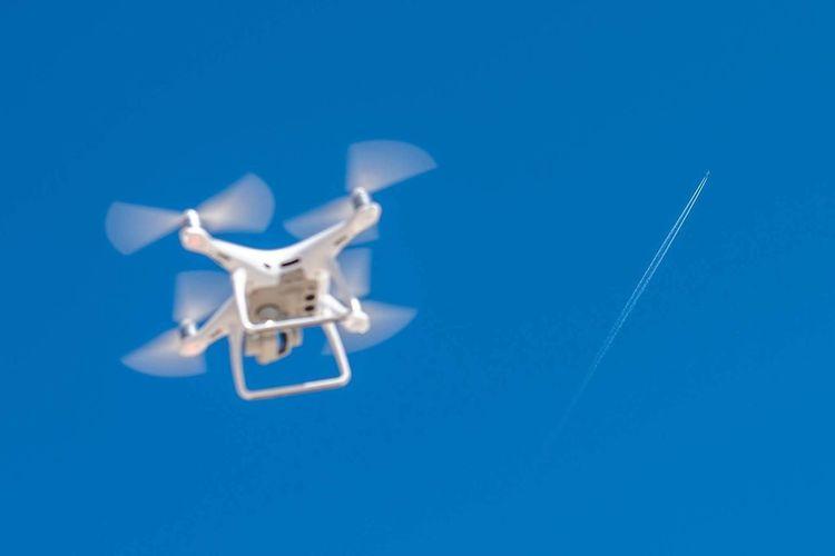 drone vs airplane Drone  Phantom4pro Phantom EyeEm Selects Aerial Shot Blue Colored Background Clear Sky Sky Close-up Blue Background Flight Flying Aircraft Wing Air Vehicle Airplane Airplane Wing