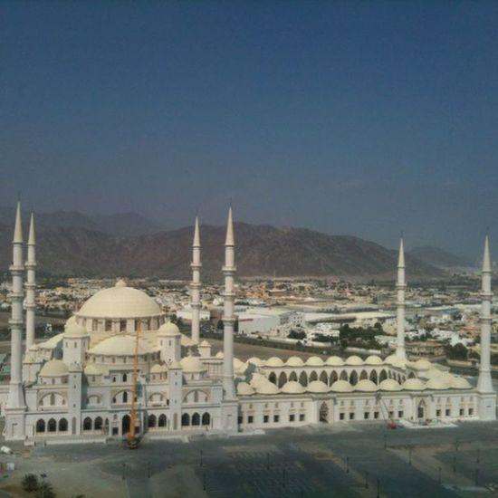 Fujairah Arab Arabic Mosque UAE New Masjid Salat Buildings Art Islam Islamicarchitecture Islamic Emirates Emirati Trip Travel Gulf