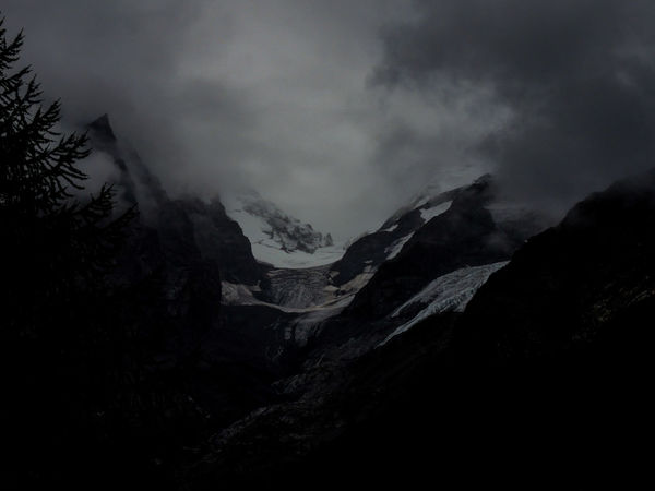 Atmosphere Atmospheric Mood Beauty In Nature Fog Geology Landscape Majestic Mountain Mountain Range Nature Non-urban Scene Outdoors Physical Geography Power In Nature Remote Rock Scenics Tranquil Scene Tranquility