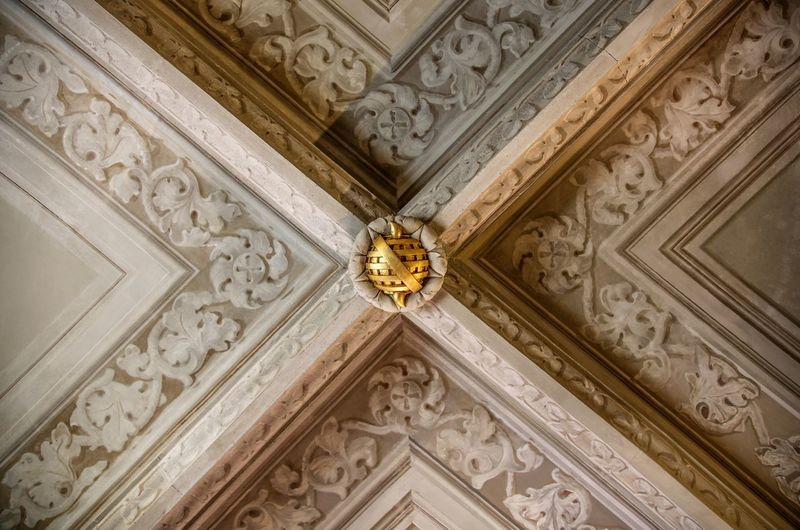 Architecture Entrance Ornate Built Structure Pattern Building Exterior Architectural Feature Façade Symmetry Low Angle View No People Bas Relief Full Frame Architectural Design Indoors  Close-up Day Fame