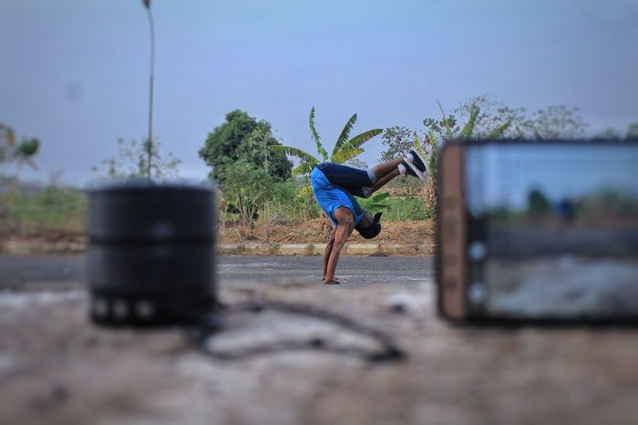 Stunting. Dance Dancing Videomaking Filming Outoffocus Minimalism Infocus Aperture Priority Dancing Around The World Stunt Stunting Music Outdoors People Men
