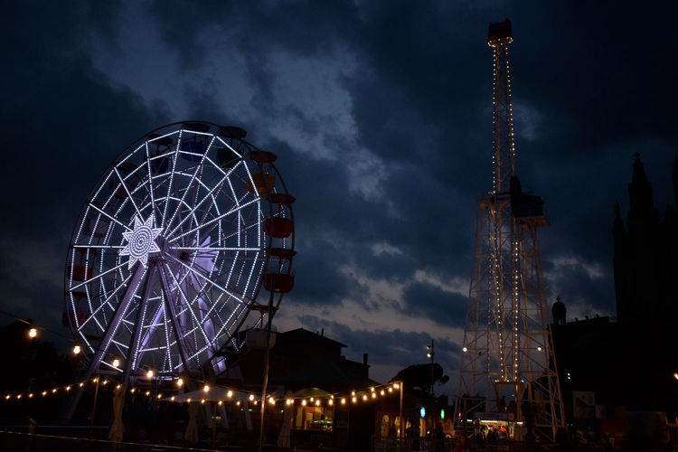Barcelona Lights Nightphotography Amusement Park Bigwheel Wallpaper Design