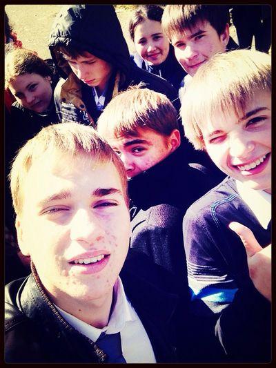 Селфи с друзьми:))