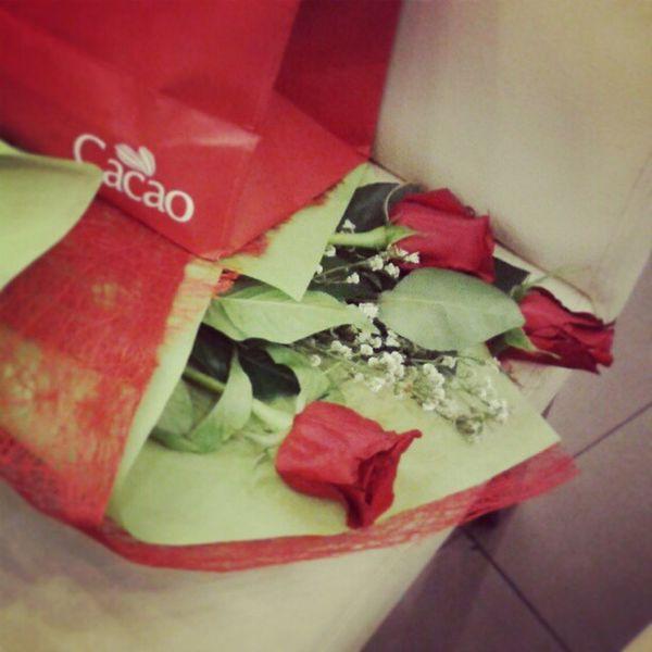Thank you :) love the roses. Naalala mong tatlong roses lng ang gusto ko ü @japsgrande Roses Cacao Chocolates Heartsday valentinesday vday sweet instamood instalove bee21